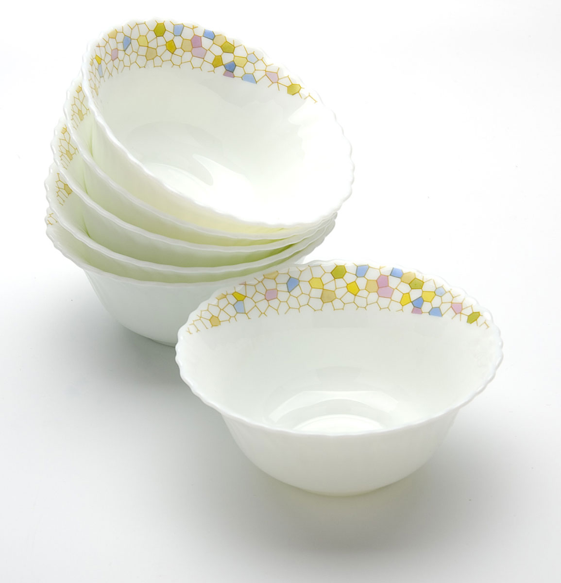 Набор салатников Mayer & Boch, 580 мл, 4 шт. 2318723187Набор Mayer & Boch включает 4 салатника, выполненных из стеклокерамики (опалового стекла) и украшенных нежным рисунком. Посуда обладает гладкой непористой поверхностью, не впитывает запахи, легко моется. Такой набор послужит отличным подарком к любому празднику, а также добавит элегантности и уюта любому праздничному столу. Подходит для мытья в посудомоечной машине.