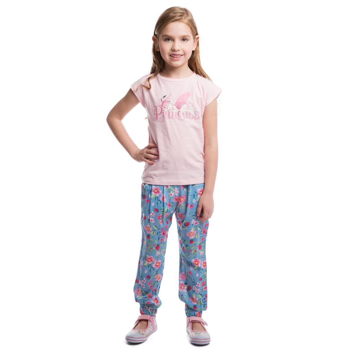 Футболка для девочки PlayToday, цвет: светло-розовый. 262014. Размер 98, 3 года262014Футболка для девочки PlayToday идеально подойдет вашей маленькой моднице и станет отличным дополнением к ее гардеробу. Изготовленная из эластичного хлопка, она мягкая и приятная на ощупь, не сковывает движения ребенка и позволяет коже дышать, обеспечивая наибольший комфорт.Футболка с круглым вырезом горловины и цельнокроеными короткими рукавами. Модель украшена спереди принтом с изображением феи, декорирована блестящим напылением и стразами. В такой футболке ваша маленькая принцесса будет чувствовать себя комфортно, уютно и всегда будет в центре внимания!