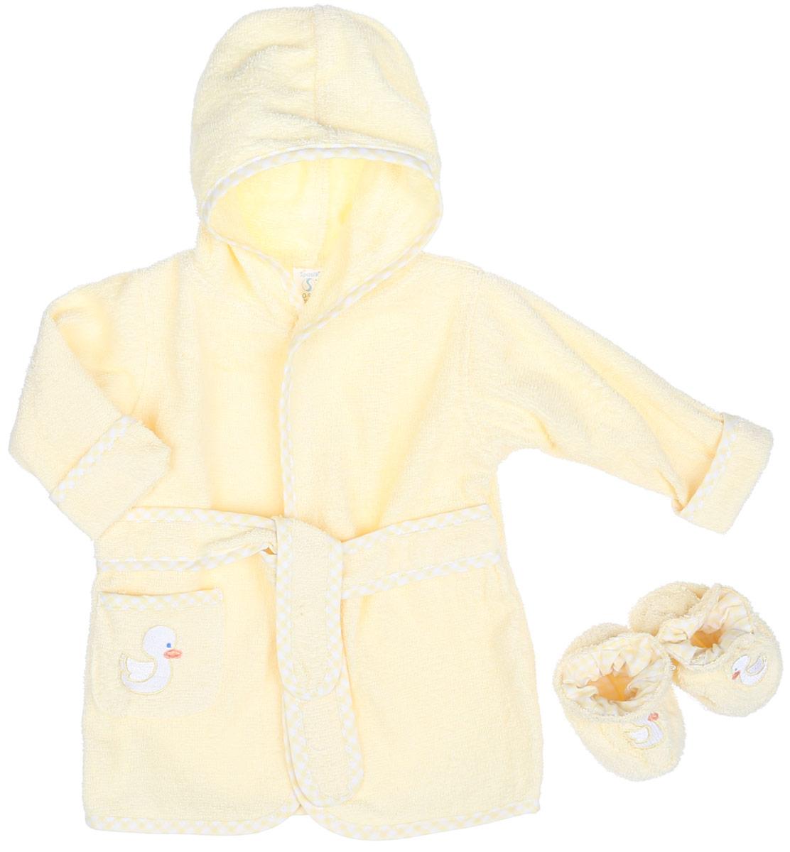 Комплект детский Spasilk Уточка: халат, пинетки, цвет: светло-желтый. 300-104. Размер 0-9 месяцев300-104Очаровательный комплект одежды Spasilk Уточка состоит из халатика и пинеток. Комплект изготовлен из мягкой махровой ткани, которая отлично поглощает воду, массирует кожу, улучшая кровообращение, позволяет телу дышать. Изделие легкое и тактильно приятное. Уютный халат с капюшоном и длинными рукавами дополнен поясом на талии. На рукавах имеются декоративные отвороты. Спереди расположен накладной кармашек. Края изделия оформлены принтованной окантовкой. Модель украшена аппликацией в виде уточки.На пинетках предусмотрена легкая хлопковая подкладка, оформленная принтом в клетку. Пинетки присборены на мягкие эластичные резинки для фиксации на ножках малыша.Такой комплект одежды станет идеальным дополнением к детскому гардеробу. Мягкий махровый халатик и удобные пинетки защитят малыша от охлаждения после водных процедур.