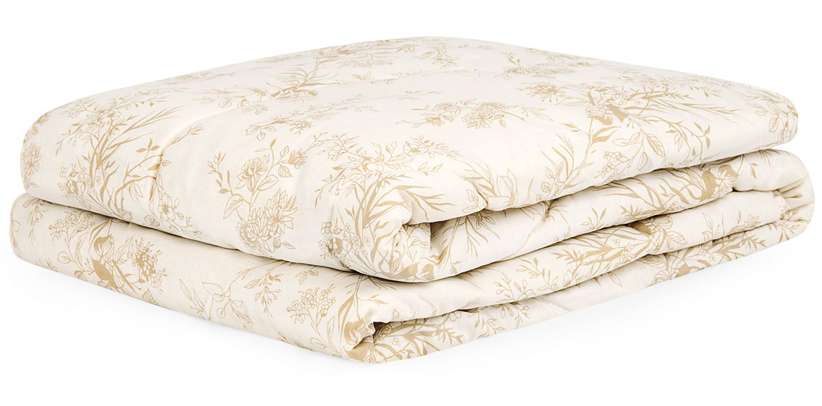 Одеяло Classic by T Хлопок-натурэль, наполнитель: хлопок, полиэфир, 200 х 210 см20.04.15.0094Одеяло Хлопок-натурэль с наполнителем из хлопка и мягкого полиэфирного волокна сделает отдых комфортным и согреет в холодное время года. Наполнитель делает одеяло очень легким и безопасным для людей, подверженным аллергии. Чехол одеяла выполнен из натурального хлопка с добавлением полиэстера и украшен нежным растительным рисунком. Одеяло станет незаменимым атрибутом вашего домашнего комфорта.