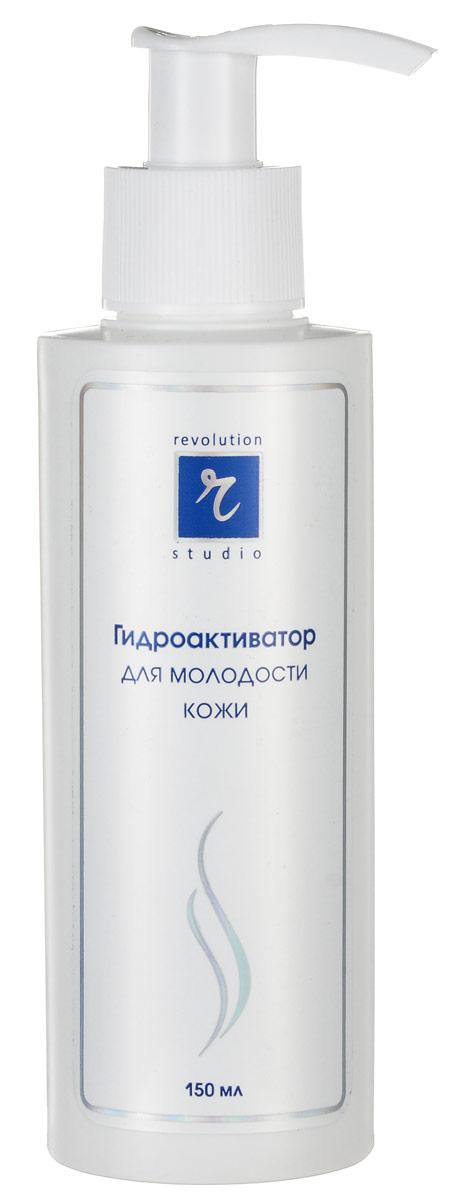 R-Studio Гидроактиватор для молодости кожи 150 мл2684Позволяет добиться быстрого и стойкого омолаживающего и оздоравливающего эффекта благодаря высокому содержанию в нем активных веществ: гиалуроновой кислоты, плаценты, комплекса лактопротеинов, витаминов Е и С, натуральных масел и растительных экстрактов. При использовании комплекса восстанавливается водный баланс и поврежденный эпидермис, укрепляются эластичные ткани и активизируется жизнедеятельность клеток кожи. Тем самым, устраняется сама причина возникновения морщин В чем же секрет эффективности? Это использование в высоких концентрациях препаратов, максимально родственных нашей коже: гиалуроновая кислота - защищает кожу от вредных факторов окружающей среды. Оказавшись на поверхности кожи, образует на ней тонкое прозрачное покрытие, которое не мешает коже дышать и избавляться от шлаков, но при этом надежно защищает ее от мелких повреждений, грязи и микроорганизмов. Одновременно гиалуроновая кислота снижает трансэпидермальную потерю воды, обеспечивает восстановление водного баланса, стимулирует деление клеток кожи и синтез коллагена комплекс лактопротеинов играет важную роль в энергообеспечении мышечной ткани, стимулирует деление эпителиальных клеток и фибропластов, воздействует на иммунную систему кожи и активизирует ее собственную антиоксидантную систему; плацента контролирует скорость деления и направление дифференцировки клеток эпидермиса, содержит факторы роста и другие биорегуляторы, которые регулируют синтез биологических молекул и изменяют скорость и направление иммунных реакций кожи; витамины Е и С являются наиболее важными биологическими внеклеточными антиоксидантами, предохраняют от окисления целый ряд биологически активных веществ; растительные экстракты - это природные сбалансированные смеси биологически активных веществ, которые обладают многосторонним действием. Экстракты содержат фитоэстрагены, вещества по своей структуре напоминающие эстрогены человека: фитоэстрогены усиливают синтез коллагена,