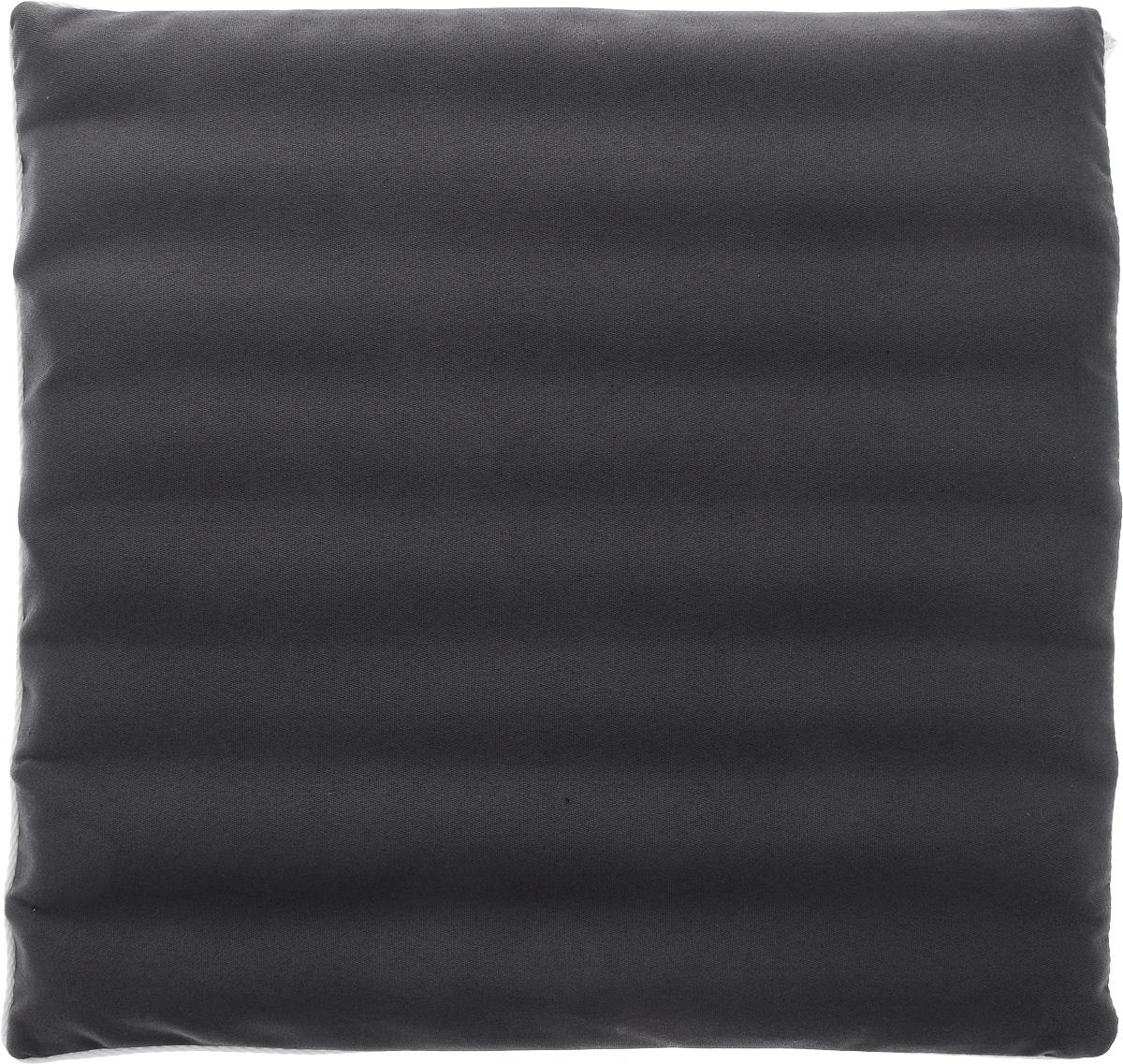 Подушка на сиденье Smart Textile Гемо-комфорт офис, с чехлом, наполнитель: лузга гречихи, 40 х 40 смT758Подушка на сиденье Smart Textile Гемо-комфорт офис создана для тех, кто весь свой рабочий день вынужден проводить в офисном кресле. Наполнителем служат лепестки лузги гречихи, которые обеспечивают микромассаж кожи и поверхностных мышц, а также обеспечивают удобную посадку и снимают напряжение.Особенности подушки:- Хорошо проветривается.- Предупреждает потение.- Поддерживает комфортную температуру.- Обминается по форме тела.- Улучшает кровообращение.- Исключает затечные явления.- Предупреждает развитие заболеваний, связанных с сидячим образом жизни. Конструкция подушки, составленная из ряда валиков, обеспечивает еще больший массажный эффект, а плотная износостойкая ткань хорошо удерживает наполнитель, сохраняет форму подушки и продлевает срок службы изделия.Подушка также будет полезна и дома - при работе за компьютером, школьникам - при выполнении домашних работ, да и в любимом кресле перед телевизором.В комплект прилагается сменный чехол, выполненный из смесовой ткани, за счет чего уход за подушкой становится удобнее и проще.