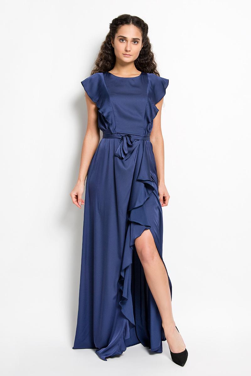 Платье Seam, цвет: темно-синий. 4600_708. Размер S (44)4600_708Стильное платье Seam, выполненное из струящегося легкого материала, подчеркнет ваш уникальный стиль и поможет создать оригинальный женственный образ. Платье-макси свободного кроя с круглым вырезом горловины придется вам по душе. Спереди и сзади модель оформлена оригинальными валанами. На талии модель дополнена сборкой и небольшим поясом, который можно завязать сзади на аккуратный бант.Юбка дополнена длинный разрезом и большим валаном. Такое платье станет стильным дополнением к вашему гардеробу.