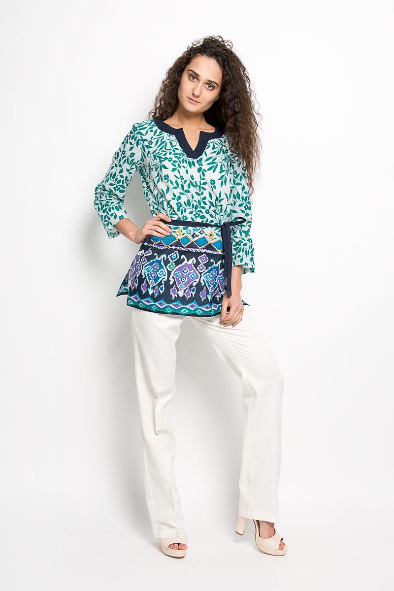 Блузка женская Finn Flare, цвет: белый, зеленый, темно-синий. S16-14009. Размер S (44)S16-14009Стильная женская блуза Finn Flare, выполненная из натурального хлопка, подчеркнет ваш уникальный стиль и поможет создать оригинальный женственный образ.Удлиненная блузка с рукавами 3/4 и V-образным вырезом горловины оформлена оригинальным цветочным принтом. Модель дополнена узким текстильным поясом. На рукавах располагаются хлястики с пуговицами, позволяющие регулировать длину рукавов. Такая блузка идеально подойдет для жарких летних дней. Такая блузка будет дарить вам комфорт в течение всего дня и послужит замечательным дополнением к вашему гардеробу.