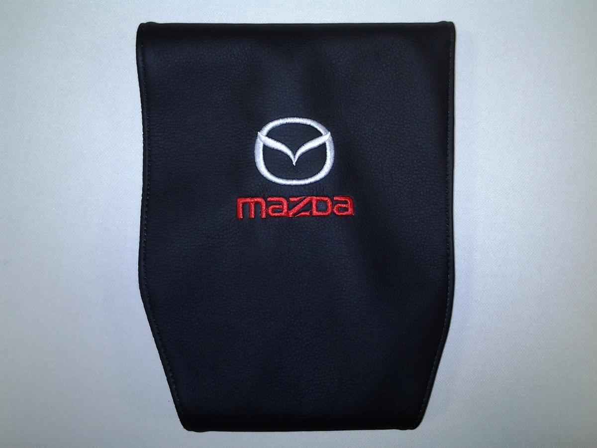Чехол на подголовник Auto Premium MAZDA, 2 шт67104Простая, эффектная и эффективная защита подголовника автомобиля. Накладка легко закрепляется вокруг подголовника и служит надежной защитой от загрязнения. В отличие от ткани экокожа более практичный, износостойкий и долговечный материал, такой чехол легко чистится влажной тряпкой.