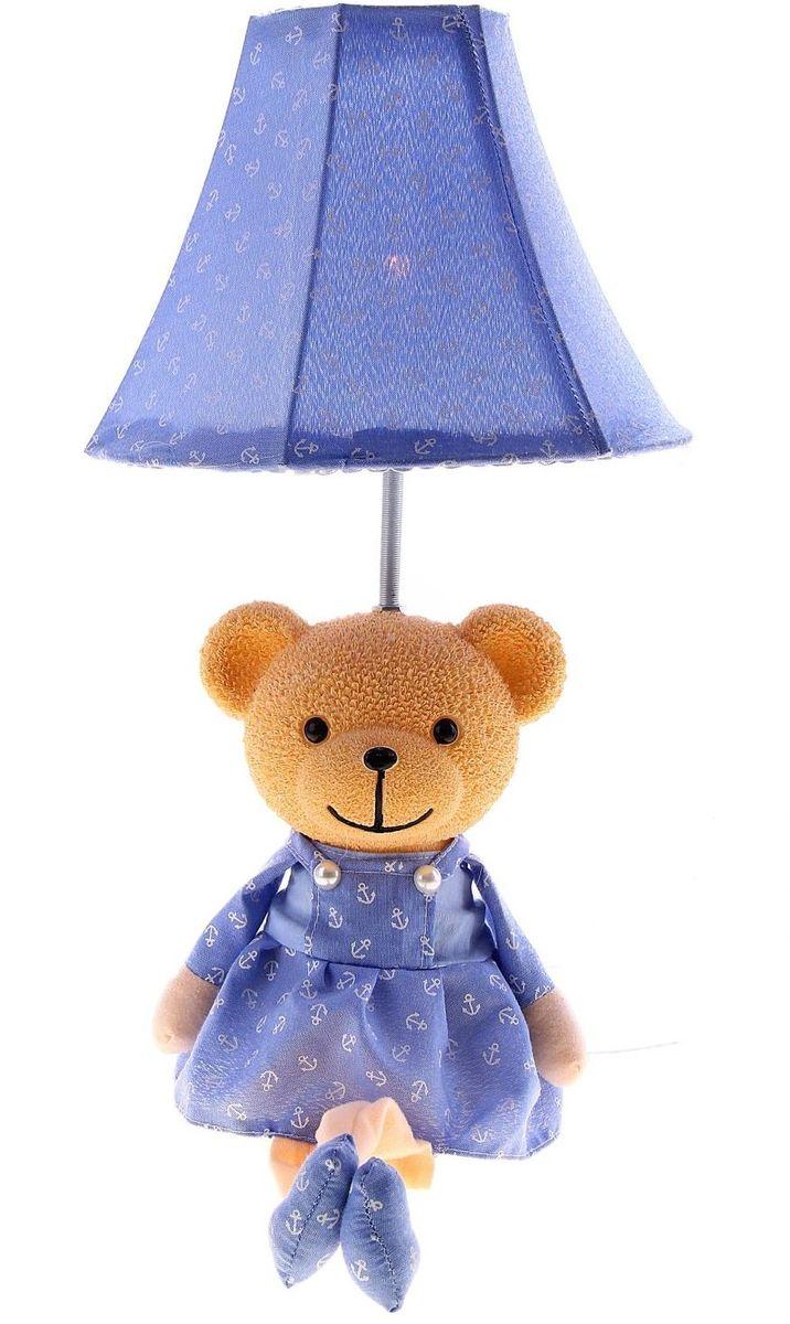 Настольная лампа Веселый медвежонок123704Детям веселей, когда их окружают яркие вещицы. Поэтому стоит продумать даже то, как будет выглядеть дополнительный источник света в комнате вашего малыша. Чаще всего подобные светильники ставят на прикроватную тумбочку или письменный стол, чтобы в комнате не оставалось неосвещённого пространства.Чтобы не оставлять своего маленького шалуна в полной темноте, просто «зажгите» светильник детский белый, с ним будет спокойней и вам и ребёнку.*Размещайте провода и другие, не предназначенные для детских ручек детали, таким образом, чтобы ваш шалун до них не дотянулся.