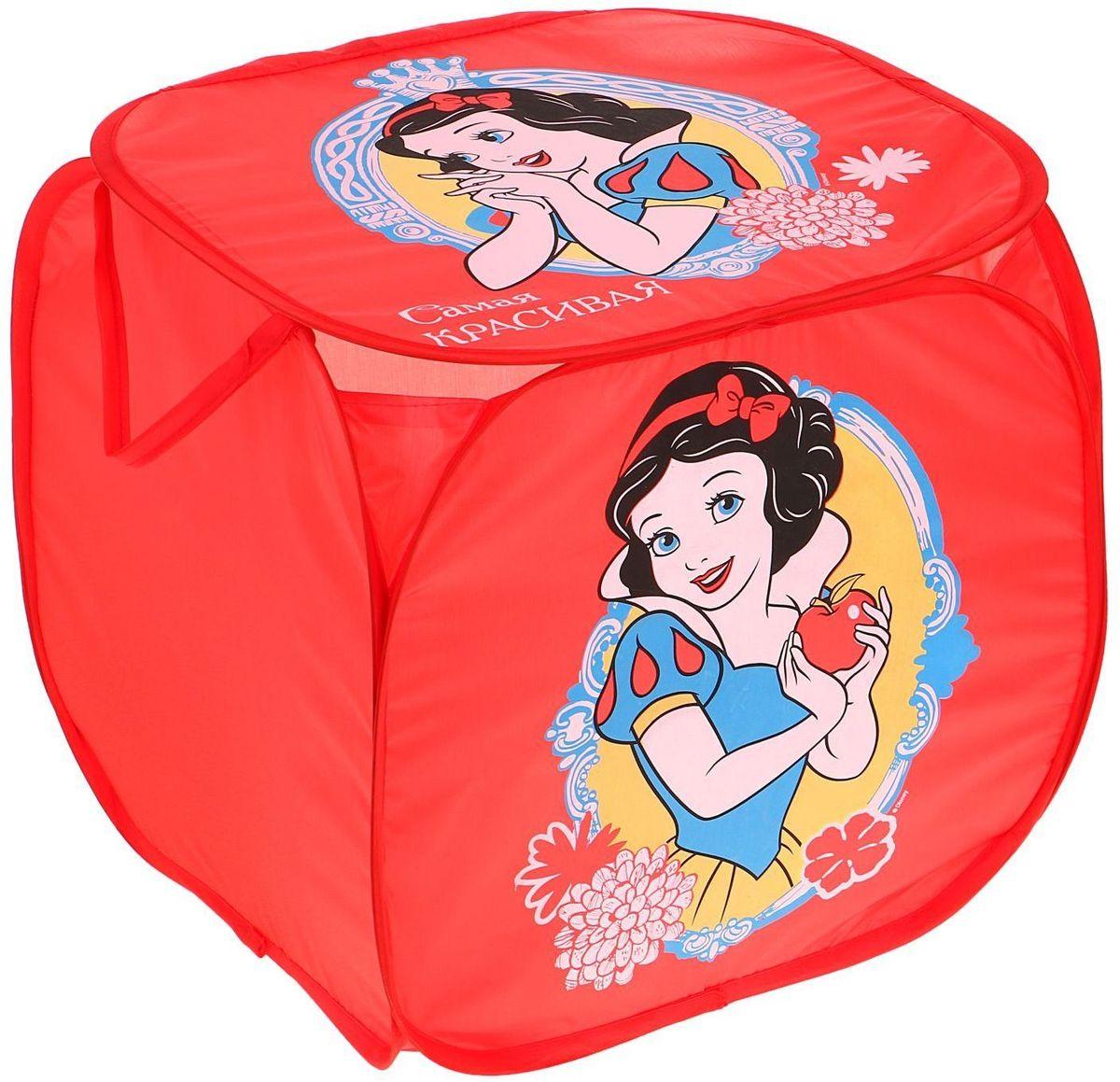 Disney Корзина для хранения Самая красивая Принцессы Белоснежка1298681С Disney уборка веселей! Квадратная корзина с героями любимого мультфильма приведёт ребёнка в восторг: малыш сам будет прибирать игрушки без лишних напоминаний! Изделие дополнено двумя ручками, за которые куб можно подвесить или перемещать с места на место. Крышка с красочным изображением известного персонажа Disney защитит содержимое корзины от пыли и других загрязнений.