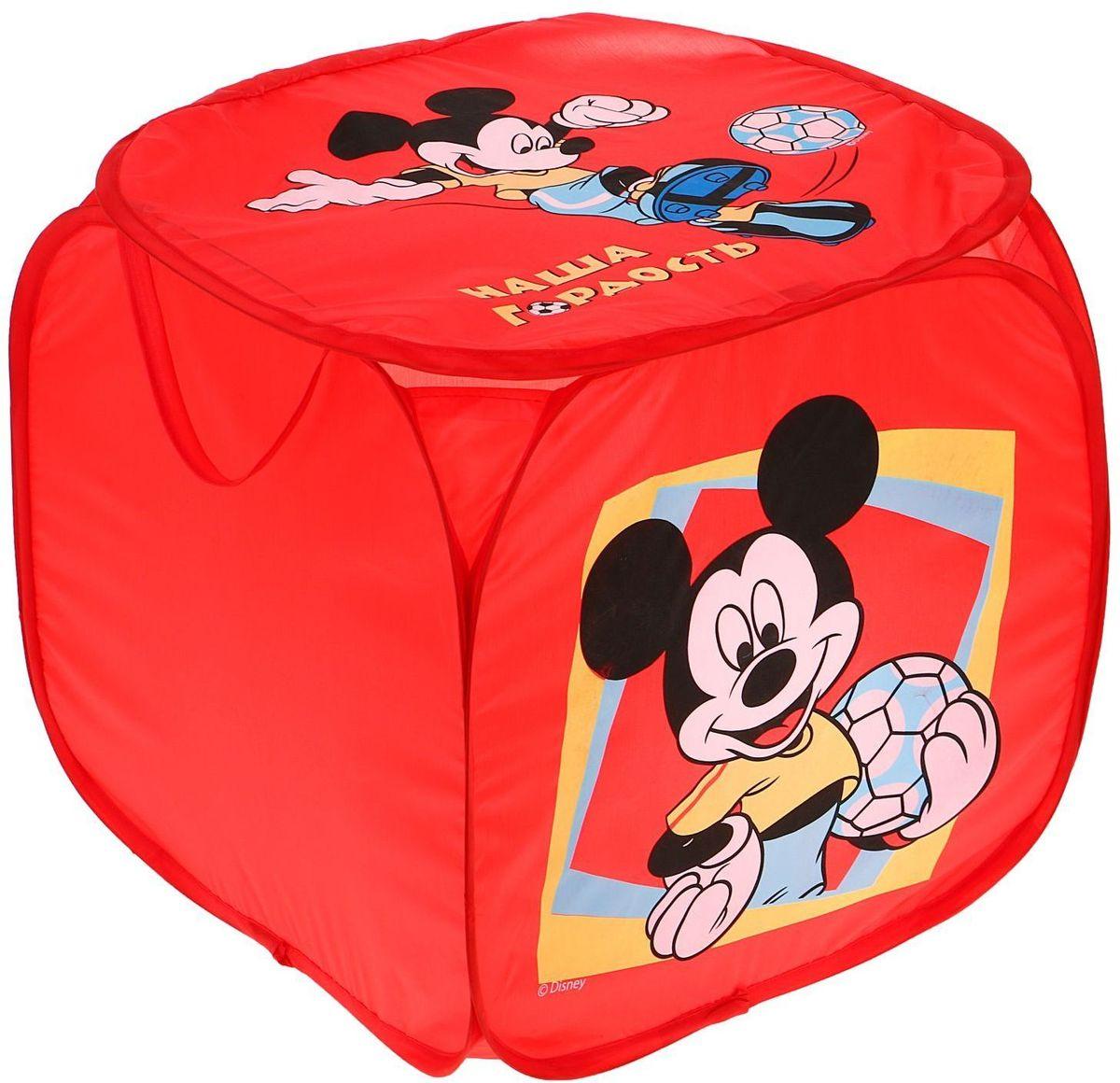 Disney Корзина для хранения Наша гордость Микки Маус1298685С Disney уборка веселей! Квадратная корзина с героями любимого мультфильма приведёт ребёнка в восторг: малыш сам будет прибирать игрушки без лишних напоминаний! Изделие дополнено двумя ручками, за которые куб можно подвесить или перемещать с места на место. Крышка с красочным изображением известного персонажа Disney защитит содержимое корзины от пыли и других загрязнений.
