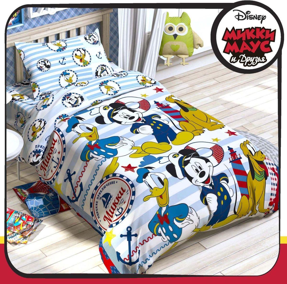 Disney КПБ 1,5 спальное Микки Маус и его друзья Приключения1317318Нежность натурального хлопка и любимые герои Disney. Превратить детскую в настоящую сказочную страну, подарить маленькому поклоннику диснеевских мультфильмов сны, полные удивительных приключений и волшебства, обеспечить ребёнку комфорт и уют на протяжении всей ночи — всё это легко сделать с комплектом «Микки Маус и его друзья: Приключения ждут».Над дизайном этого постельного белья поработала команда настоящих мастеров своего дела! На внешней стороне пододеяльника разместился основной мотив: яркий, динамичный и запоминающийся рисунок, дополненный надписями на русском языке. В качестве основы для наволочек, простыни и внутренней стороны пододеяльника используется светлая ткань-компаньон: принт здесь более спокойный, но не менее красивый.Ребёнок будет в восторге!А заботливых родителей порадует качество. Бельё изготовлено на современном оборудовании в России под тщательным контролем на каждой стадии производства. В работе использовался только натуральный, экологически чистый хлопок и безопасные европейские красители. Именно поэтому комплект:невероятно приятный на ощупь, подходит для детей с чувствительной кожей;позволяет коже дышать;отлично впитывает влагу;не вызывает аллергию;прост в уходе и долговечен.В комплект входит: пододеяльник (143 х 215 см), простыня (150 х 214 см) и одна наволочка (50 х 70 см).При соблюдении простых рекомендаций по уходу за изделием постельное бельё прослужит длительный срок, сохранив яркость красок и нежность ткани. Стирать изделия нужно при температуре не выше сорока градусов без использования отбеливающих средств. Гладить — при температуре не более 150 °C. Химчистка запрещена.