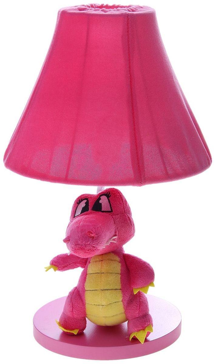 Лампа настольная Плюшевый динозаврик розовый906518Детям веселей, когда их окружают яркие вещицы. Поэтому стоит продумать даже то, как будет выглядеть дополнительный источник света в комнате вашего малыша. Чаще всего подобные светильники ставят на прикроватную тумбочку или письменный стол, чтобы в комнате не оставалось неосвещённого пространства.Чтобы не оставлять своего маленького шалуна в полной темноте, просто «зажгите» светильник детский белый, с ним будет спокойней и вам и ребёнку.*Размещайте провода и другие, не предназначенные для детских ручек детали, таким образом, чтобы ваш шалун до них не дотянулся.