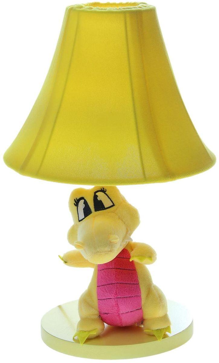 Лампа настольная Плюшевый динозаврик желтый906519Детям веселей, когда их окружают яркие вещицы. Поэтому стоит продумать даже то, как будет выглядеть дополнительный источник света в комнате вашего малыша. Чаще всего подобные светильники ставят на прикроватную тумбочку или письменный стол, чтобы в комнате не оставалось неосвещённого пространства.Чтобы не оставлять своего маленького шалуна в полной темноте, просто «зажгите» светильник детский белый, с ним будет спокойней и вам и ребёнку.*Размещайте провода и другие, не предназначенные для детских ручек детали, таким образом, чтобы ваш шалун до них не дотянулся.