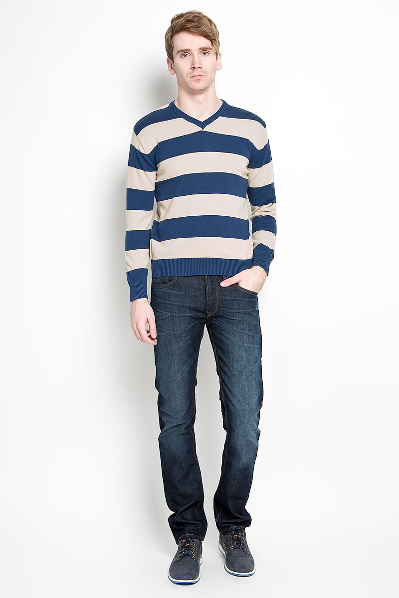 Пуловер мужской Karff, цвет: синий, бежевый. 88000-01. Размер L (52)88000-01Классический мужской пуловер Karff, изготовленный из хлопковой пряжи, мягкий и приятный на ощупь, не сковывает движений и обеспечивает наибольший комфорт. Модель мелкой вязки с V - образным вырезом горловины и длинными рукавами великолепно подойдет для создания образа в стиле Casual. Края рукавов, низ изделия и горловина связаны резинкой.Этот пуловер послужит отличным дополнением к вашему гардеробу. В нем вы всегда будете чувствовать себя уютно и комфортно в прохладную погоду.