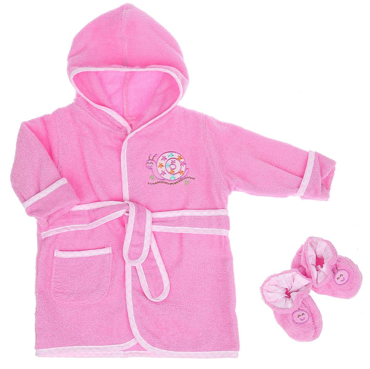 Комплект для девочки Spasilk Улитка: халат, пинетки, цвет: розовый. BR SNAIL. Размер 0/9 месяцевBR SNAILОчаровательный комплект одежды Spasilk Улитка состоит из халатика и пинеток. Комплект изготовлен из мягкой махровой ткани, которая отлично поглощает воду, массирует кожу, улучшая кровообращение, позволяет телу дышать. Изделие легкое и тактильно приятное. Уютный халат с капюшоном и длинными рукавами дополнен поясом на талии. На рукавах имеются декоративные отвороты. Спереди расположен накладной кармашек. Края изделия оформлены принтованной окантовкой. Модель украшена вышитой аппликацией в виде улитки.На пинетках предусмотрена легкая хлопковая подкладка, оформленная принтом в клетку. Пинетки присборены на мягкие эластичные резинки для фиксации на ножках ребенка. Украшено изделие вышитой аппликацией в виде забавных мордочек. Такой комплект одежды станет идеальным дополнением к детскому гардеробу. Мягкий махровый халатик и удобные пинетки защитят малышку от охлаждения после водных процедур.