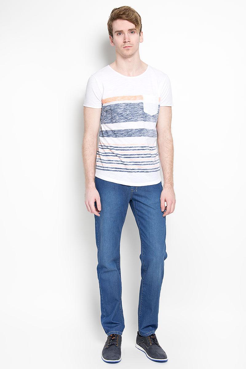 Джинсы мужские F5, цвет: синий. 160132_09503. Размер 34-34 (50-34)160132_09503Модные мужские джинсы F5 - джинсы высочайшего качества на каждый день, которые прекрасно сидят.Модель прямого кроя и средней посадки изготовлена из натурального хлопка. Застегиваются джинсы на пуговицу на поясе и ширинку на молнии, также имеются шлевки для ремня. Спереди модель дополнена двумя втачными карманами и одним накладным кармашком, а сзади - двумя накладными карманами. Оформлено изделие контрастной строчкой и легким эффектом потертости. Эти стильные и в то же время комфортные джинсы послужат отличным дополнением к вашему гардеробу. В них вы всегда будете чувствовать себя уютно и комфортно.