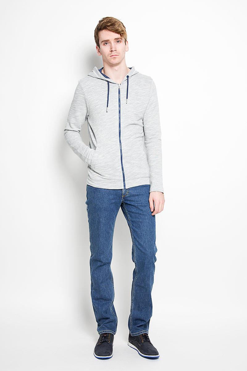 Джинсы мужские Lee Brooklyn Straight, цвет: синий. L45271KX. Размер 32-34 (48-34)L45271KXСтильные мужские джинсы Lee Brooklyn Straight - джинсы высочайшего качества на каждый день, которые прекрасно сидят. Модель прямого кроя и средней посадки изготовлена из эластичного хлопка. Застегиваются джинсы на пуговицу в поясе и ширинку на застежке-молнии, имеются шлевки для ремня. Спереди модель оформлена двумя втачными карманами и одним накладным кармашком, а сзади - двумя накладными карманами. Эти модные и в тоже время комфортные джинсы послужат отличным дополнением к вашему гардеробу. В них вы всегда будете чувствовать себя уютно и комфортно.