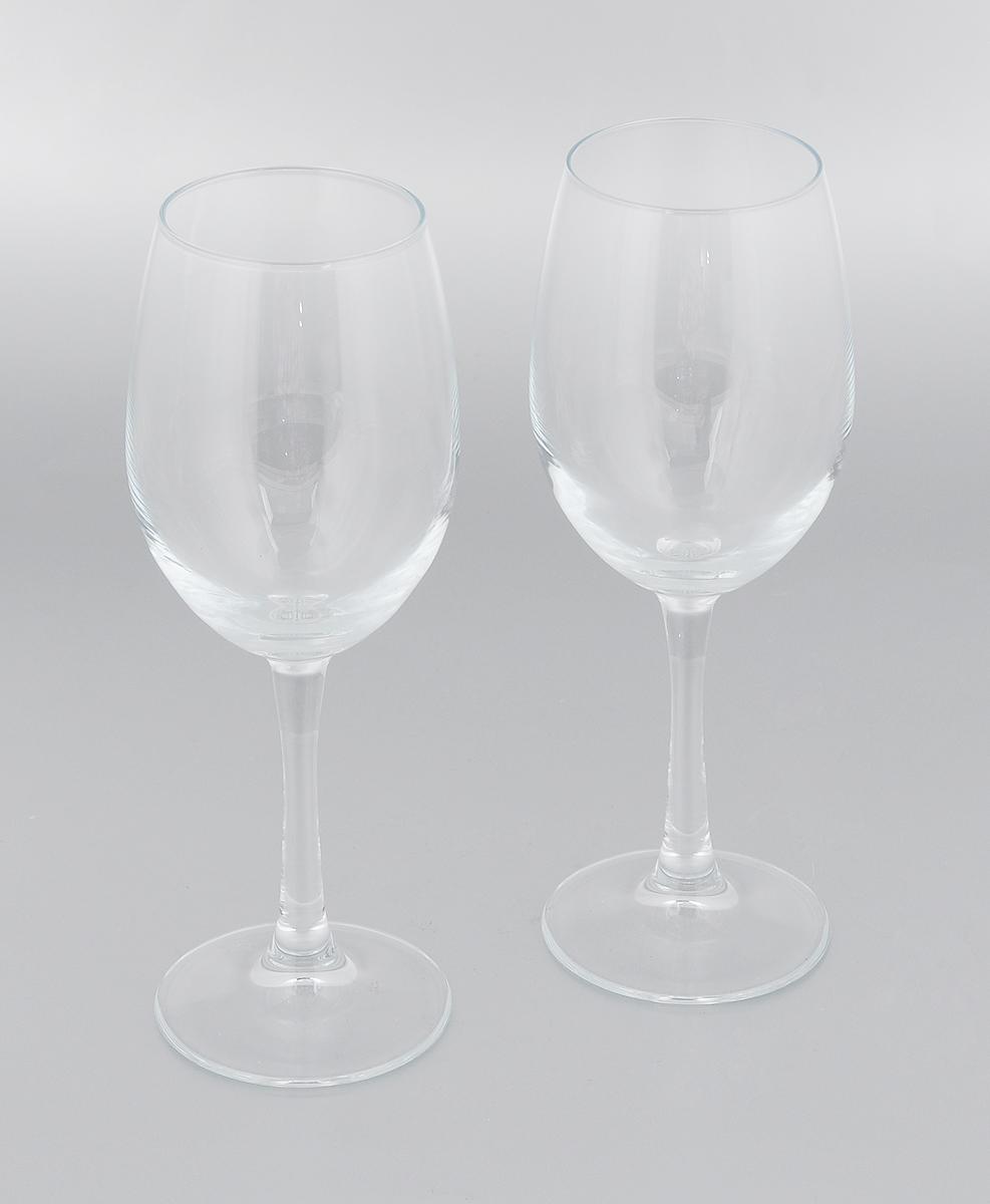 """Набор Pasabahce """"Classique"""" состоит из двух бокалов,  выполненных из прочного натрий-кальций-силикатного стекла.  Изделия оснащены  изящными ножками и предназначены для подачи вина.  Бокалы сочетают в себе элегантный дизайн и  функциональность. Благодаря такому  набору пить напитки будет еще вкуснее. Набор бокалов Pasabahce """"Classique"""" прекрасно оформит  праздничный стол и создаст приятную атмосферу за ужином.  Такой набор также станет хорошим подарком к любому  случаю.  Можно мыть в посудомоечной машине, а также использовать  в холодильнике. Диаметр бокала (по верхнему краю): 6 см.  Высота бокала: 22 см."""