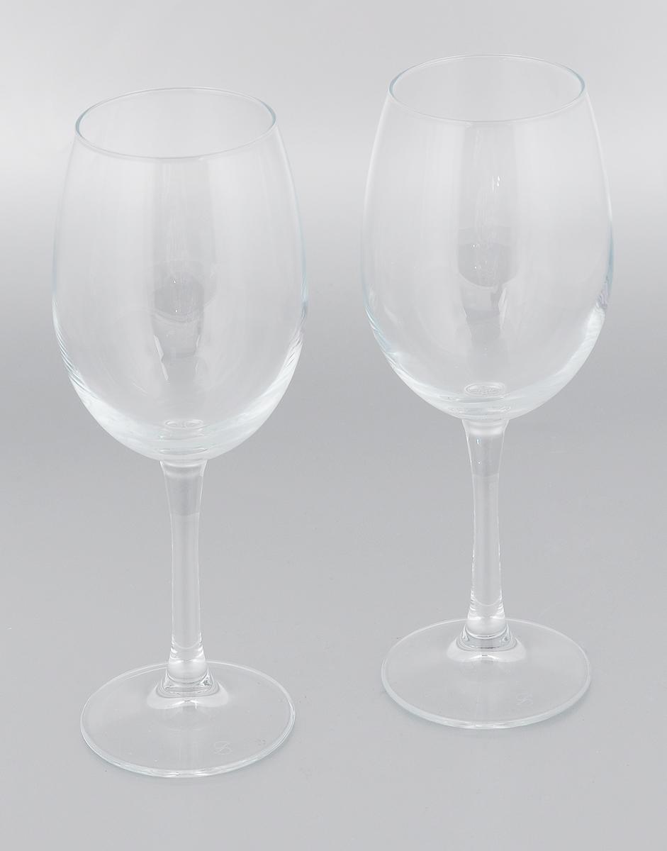 """Набор Pasabahce """"Classique"""" состоит из двух бокалов,  выполненных из прочного натрий-кальций-силикатного стекла.  Изделия оснащены высокими ножками. Бокалы редназначены  для подачи вина. Они сочетают в себе элегантный дизайн и  функциональность. Благодаря такому набору пить напитки  будет еще вкуснее. Набор бокалов Pasabahce """"Classique"""" прекрасно оформит  праздничный стол и создаст приятную атмосферу за  романтическим ужином. Такой набор также станет  хорошим подарком к любому случаю.  Можно мыть в посудомоечной машине и использовать в  холодильнике. Диаметр бокала по верхнему краю: 6 см.  Высота бокала: 21,3 см."""