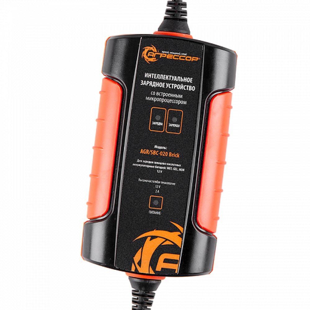 Цифровое зарядное устройство Autoprofi Агрессор, для 12V АКБ WET, AGM, GELAGR/SBC-020 BrickКомпактное зарядное устройство для свинцово-кислотных АКБ 12В. Особенности устройств: 3-ступенчатая зарядка, режим восстановления батареи, подзарядка аккумулятора при температуре ниже +5 градусов. Зажимы универсальные на любые клеммы автомобильных аккумуляторов. Встроенный микропроцессор для контроля параметров заряжания и диагностики неисправностей. Подходит только для свинцово-кислотных АКБ!Высокочастотное зарядное устройство подходит для всех типов аккумуляторных батарей – встроенный микропроцессор позволяет установить для каждого типа свой режим. Компактное зарядное устройство имеет три ступени зарядки, за счет этого полностью разряженную батарею можно зарядить до 100% от первоначальной емкости. Рабочие характеристики не снижаются при низких температурах.Устройство может сколь угодно долго оставаться подключенным к аккумулятору, поддерживая требуемый заряд. Оснащено защитой от короткого замыкания. Зарядное устройство имеет три вида контактных клемм: зажимы, разъем для подключения к прикуривателю и кольцо (петелька).