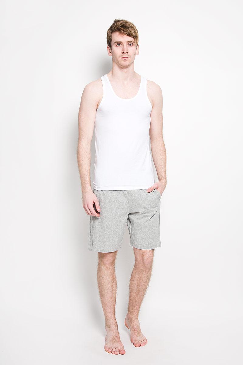 Майка мужская Calvin Klein Jeans, цвет: белый, 2 шт. U8513A_100. Размер L (48/50)Л 204Мужская майка Calvin Klein, выполненная из высококачественного материала, обладает высокой теплопроводностью, воздухопроницаемостью и гигроскопичностью, позволяет коже дышать. Модель с круглым вырезом горловины оформлена небольшой брендовой нашивкой. Удобная майка для занятий спортом и повседневного ношения. Классический покрой, лаконичный дизайн, безукоризненное качество. В такой майке вы будете чувствовать себя уверенно и комфортно.В комплекте 2 однотонные майки.