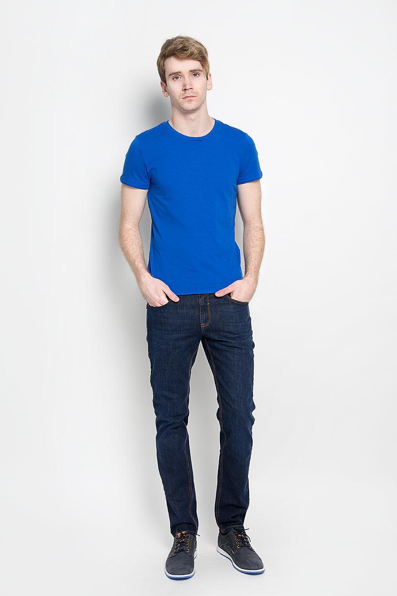 Джинсы мужские F5, цвет: темно-синий. 160126_09543. Размер 31-32 (46/48-32)160126_09543, Blue denim 51553 str., w.darkСтильные мужские джинсы F5 - джинсы высочайшего качества, которые прекрасно сидят. Модель слегка зауженного кроя и средней посадки изготовлена из высококачественного эластичного хлопка, не сковывает движения и дарит комфорт.Джинсы на талии застегиваются на металлическую пуговицу, а также имеют ширинку на застежке-молнии и шлевки для ремня. Спереди модель дополнена двумя втачными карманами и одним накладным маленьким кармашком, а сзади - двумя накладными карманами и одним маленьким накладным кармашком. Джинсы оформлены контрастной отстрочкой. Эти модные и в тоже время удобные джинсы помогут вам создать оригинальный современный образ. В них вы всегда будете чувствовать себя уверенно и комфортно.