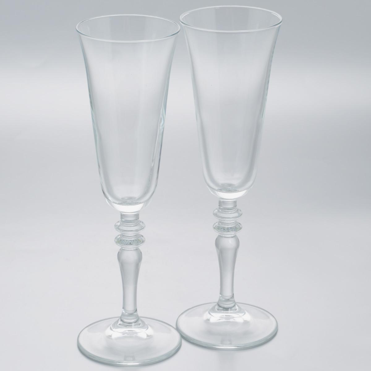 Набор бокалов Pasabahce Vintage, 190 мл, 2 шт440283B//Набор Pasabahce Vintage состоит из двух бокалов,выполненных из прочного натрий-кальций-силикатного стекла.Изделия оснащены изящными ножками, отличноподходят для подачи шампанского или вина.Бокалы сочетают в себе элегантный дизайн ифункциональность.Набор бокалов Pasabahce Vintage прекрасно оформитпраздничный стол и создаст приятную атмосферу за ужином.Такой набор также станет хорошим подарком к любомуслучаю.Можно мыть в посудомоечной машине. Диаметр бокала по верхнему краю: 7 см.Высота бокала: 23 см.
