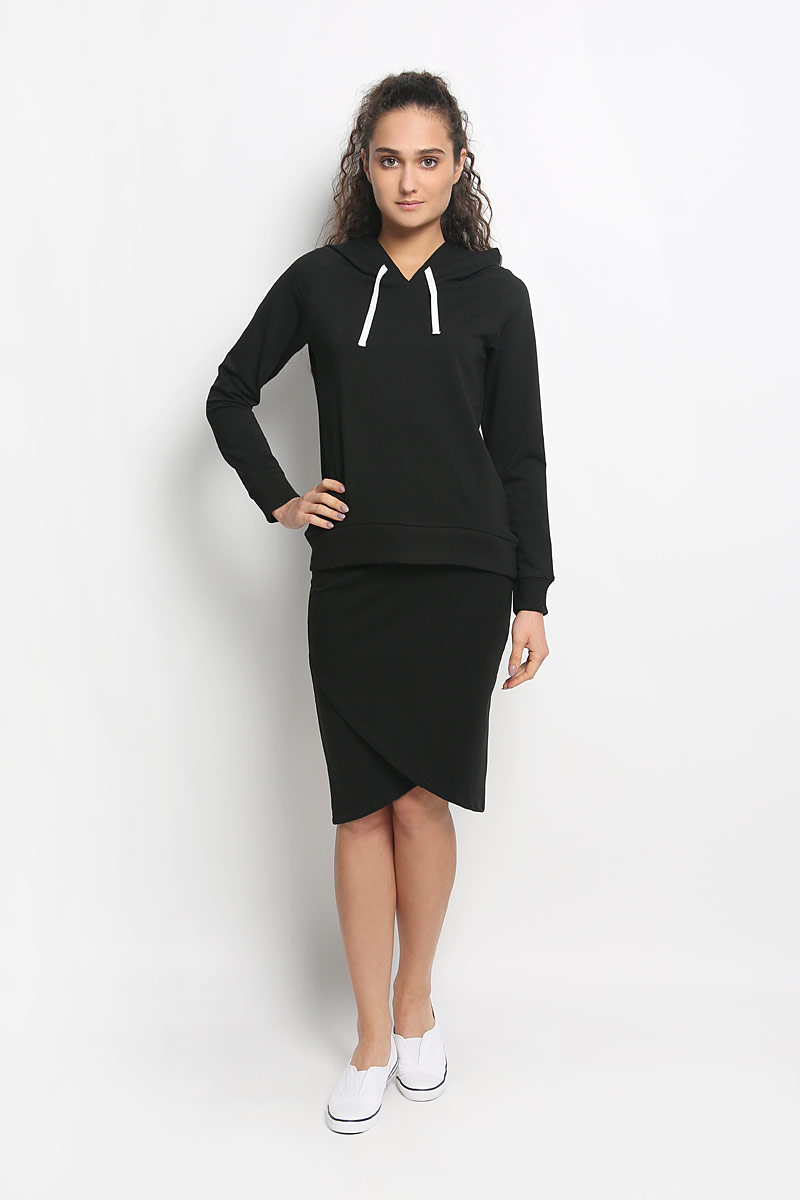 Комплект женский Rocawear: толстовка, юбка, цвет: черный. R011634. Размер M (46)R011634Женский комплект одежды Rocawear состоит из толстовки и юбки. Комплект изготовлен из приятного на ощупь высококачественного комбинированного материала на основе хлопка с добавлением полиэстера и лайкры. Все элементы комплекта превосходно сидят, не сковывают движения, великолепно пропускают воздух и позволяют коже дышать даже во время занятий спортом. Оригинальная юбка оформлена запахом спереди, на талии дополнена широкой эластичной резинкой. Толстовка с капюшоном и длинными рукавами-реглан имеет удлиненную спинку. Объем капюшона регулируется при помощи шнурка-кулиски. Низ и манжеты рукавов толстовки дополнены широкими трикотажными резинками. Этот практичный и модный комплект - настоящее воплощение комфорта. В нем вы всегда будете чувствовать себя удобно и уютно.