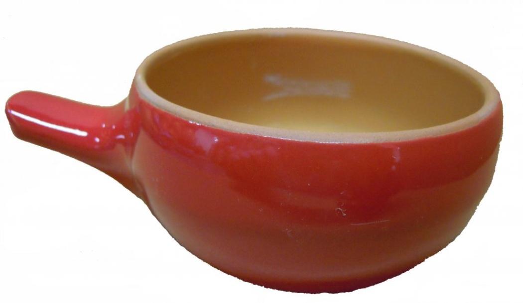 Кокотница Борисовская керамика Красный, 0,18 лКРС00000419Кокотница Борисовская керамика Красный никого не оставляет равнодушным. Она выполнена из высококачественной керамики. Внешние и внутренние стенки покрыты цветной глазурью. В кокотнице можно удобно запекать кексы, делать жульены. Она отлично подойдет для сервировки стола и подачи блюд. Кокотницу можно использовать как порционно, так и для подачи приправ, острых соусов и другого.Подходит для использования в микроволновой печи и духовке.Высота: 5 см.Диаметр: 9 см.