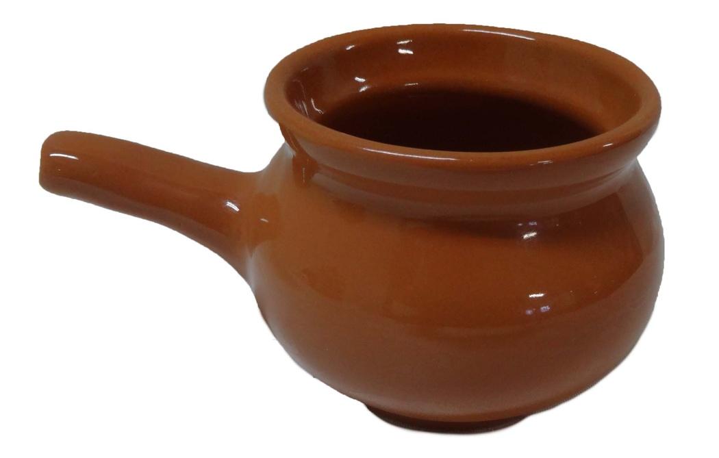 """Кокотница Борисовская керамика """"Новарусса"""" никого не оставляет равнодушным. Она выполнена из высококачественной керамики. Внешние и внутренние стенки покрыты глазурью. В кокотнице можно удобно запекать кексы, делать жульены. Она отлично подойдет для сервировки стола и подачи блюд. Кокотницу можно использовать как порционно, так и для подачи приправ, острых соусов и другого. Подходит для использования в микроволновой печи и духовке.  Высота: 7 см. Диаметр: 9 см."""