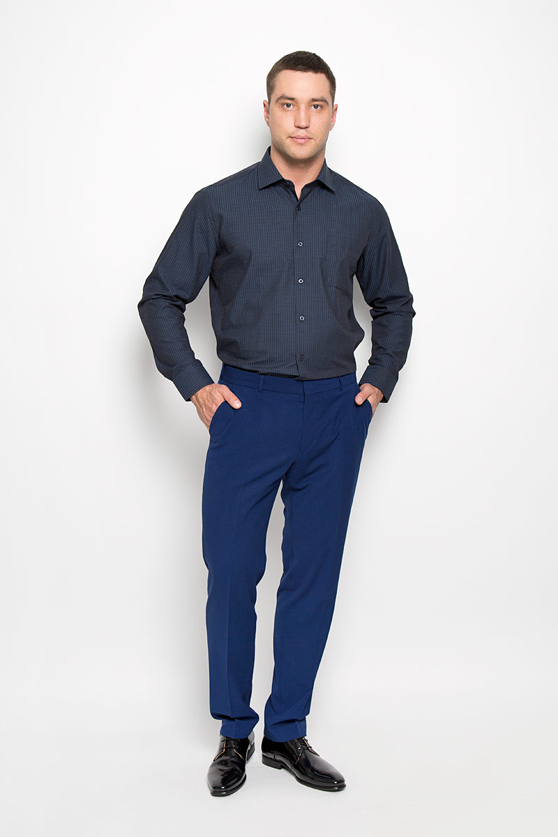 Рубашка мужская KarFlorens, цвет: темно-синий, черный. SW 72-05. Размер 43/44 (54-182)SW 72-05Стильная мужская рубашка KarFlorens, выполненная из хлопка с добавлением микрофибры, подчеркнет ваш уникальный стиль и поможет создать оригинальный образ. Такой материал великолепно пропускает воздух, обеспечивая необходимую вентиляцию, а также обладает высокой гигроскопичностью.Рубашка с длинными рукавами и отложным воротником застегивается на пуговицы спереди. Рукава рубашки дополнены манжетами, которые также застегиваются на пуговицы. Модель оформлена узором в узкую полоску и дополнена накладным нагрудным карманом. Классическая рубашка - превосходный вариант для базового мужского гардероба.Такая рубашка будет дарить вам комфорт в течение всего дня и послужит замечательным дополнением к вашему гардеробу.