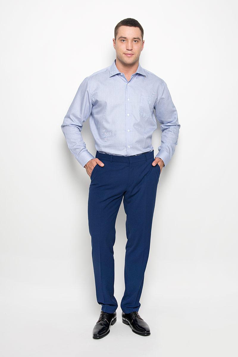 Рубашка мужская KarFlorens, цвет: синий, голубой. SW 72-01. Размер 41/42 (50/52-176)SW 72-01Стильная мужская рубашка KarFlorens, выполненная из хлопка с добавлением микрофибры, подчеркнет ваш уникальный стиль и поможет создать оригинальный образ. Такой материал великолепно пропускает воздух, обеспечивая необходимую вентиляцию, а также обладает высокой гигроскопичностью.Рубашка с длинными рукавами и отложным воротником застегивается на пуговицы спереди. Рукава рубашки дополнены манжетами, которые также застегиваются на пуговицы. Модель оформлена узором в мелкую узкую полоску и дополнена накладным нагрудным карманом. Классическая рубашка - превосходный вариант для базового мужского гардероба.Такая рубашка будет дарить вам комфорт в течение всего дня и послужит замечательным дополнением к вашему гардеробу.