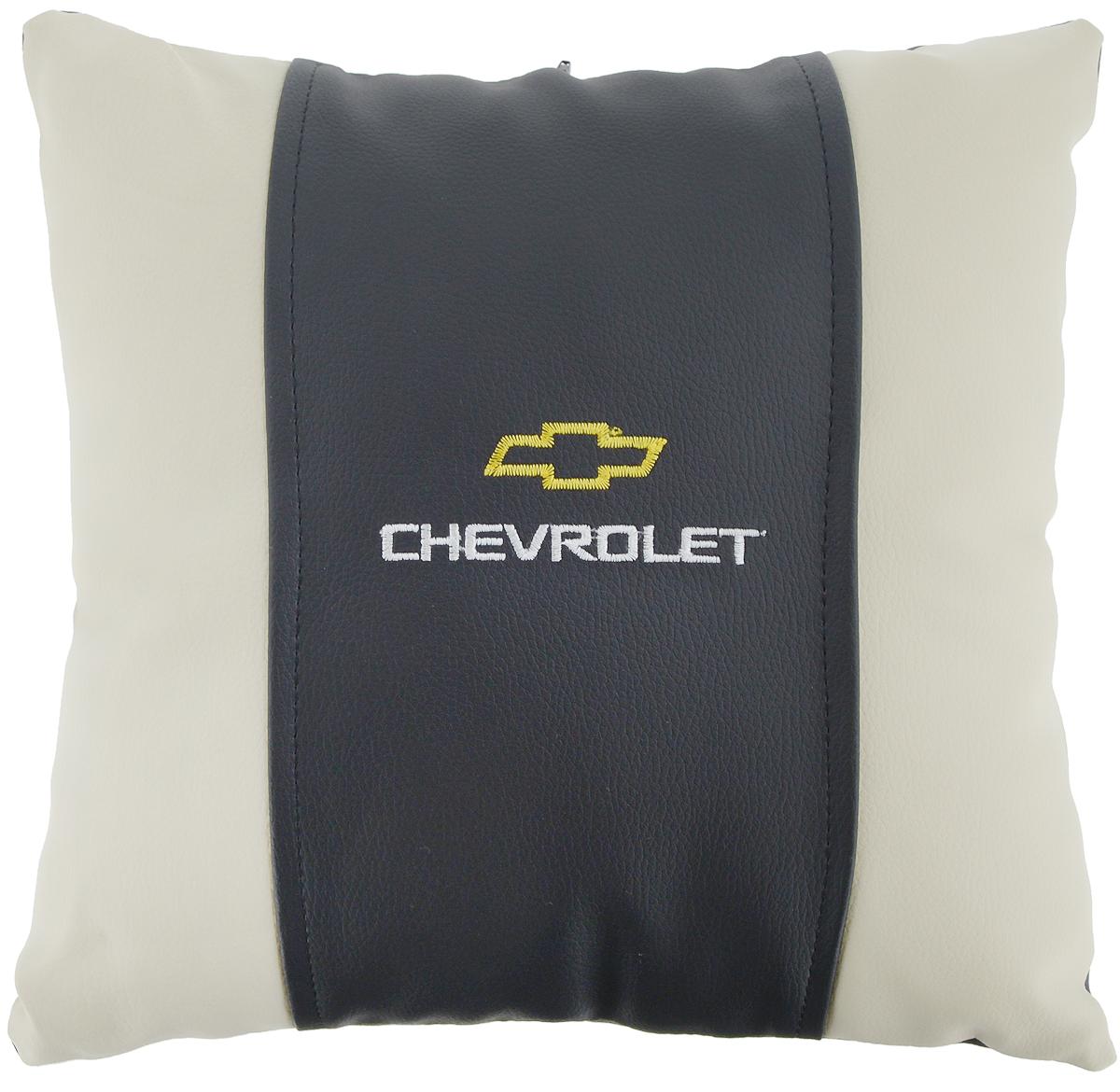 Подушка на сиденье Autoparts Chevrolet, 30 х 30 смМ046Подушка на сиденье Autoparts Chevrolet создана для тех, кто весь свой день вынужден проводить за рулем. Чехол выполнен из высококачественной дышащей экокожи. Наполнителем служит холлофайбер. На задней части подушки имеется змейка.Особенности подушки:- Хорошо проветривается.- Предупреждает потение.- Поддерживает комфортную температуру.- Обминается по форме тела.- Улучшает кровообращение.- Исключает затечные явления.- Предупреждает развитие заболеваний, связанных с сидячим образом жизни. Подушка также будет полезна и дома - при работе за компьютером, школьникам - при выполнении домашних работ, да и в любимом кресле перед телевизором.