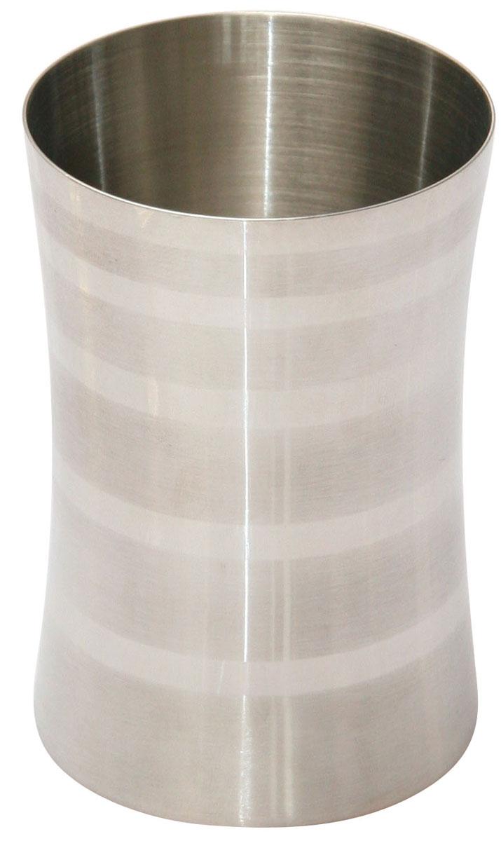"""Стакан для ванной комнаты Axentia """"Santo"""" изготовлен из нержавеющей стали, такой материал не боится влажности и механического воздействия. Обработан двумя типами полировки: глянцевая и матовая.Изделие превосходно дополнит интерьер ванной комнаты, отлично сочетается с другими аксессуарами из коллекции """"Santo"""".Высота стакана: 10 см.Диаметр стакана: 6,5 см."""
