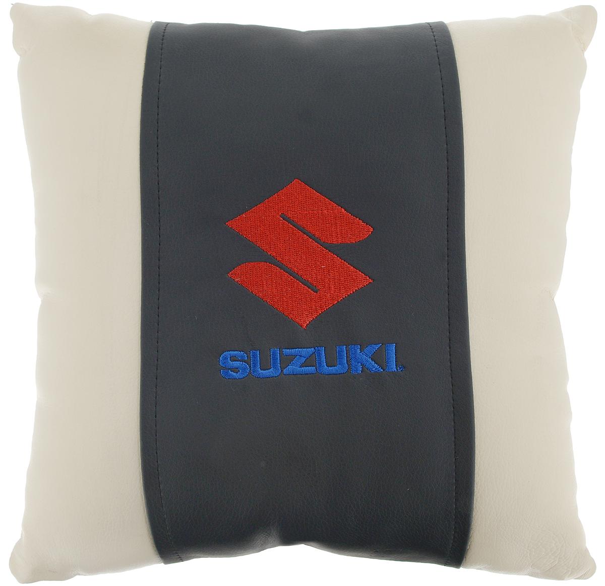 Подушка на сиденье Autoparts Suzuki, 30 х 30 смМ059Подушка на сиденье Autoparts Suzuki создана для тех, кто весь свой день вынужден проводить за рулем. Чехол выполнен из высококачественной дышащей экокожи. Наполнителем служит холлофайбер. На задней части подушки имеется змейка.Особенности подушки:- Хорошо проветривается.- Предупреждает потение.- Поддерживает комфортную температуру.- Обминается по форме тела.- Улучшает кровообращение.- Исключает затечные явления.- Предупреждает развитие заболеваний, связанных с сидячим образом жизни. Подушка также будет полезна и дома - при работе за компьютером, школьникам - при выполнении домашних работ, да и в любимом кресле перед телевизором.