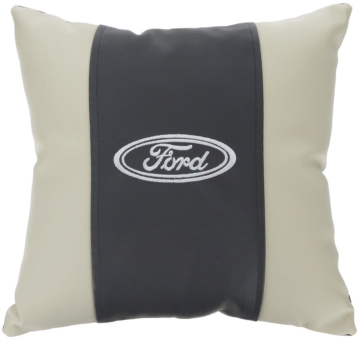 Подушка на сиденье Autoparts Ford, 30 х 30 смМ045Подушка на сиденье Autoparts Ford создана для тех, кто весь свой день вынужден проводить за рулем. Чехол выполнен из высококачественной дышащей экокожи. Наполнителем служит холлофайбер. На задней части подушки имеется змейка.Особенности подушки:- Хорошо проветривается.- Предупреждает потение.- Поддерживает комфортную температуру.- Обминается по форме тела.- Улучшает кровообращение.- Исключает затечные явления.- Предупреждает развитие заболеваний, связанных с сидячим образом жизни. Подушка также будет полезна и дома - при работе за компьютером, школьникам - при выполнении домашних работ, да и в любимом кресле перед телевизором.