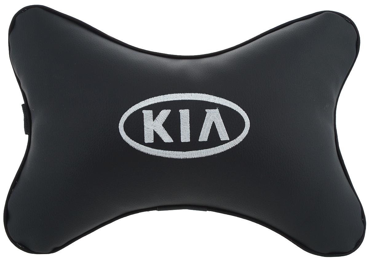 Подушка автомобильная Autoparts Kia, на подголовник, цвет: черный, белый, 30 х 20 смМ15Автомобильная подушка Autoparts Kia, выполненная из эко-кожи с мягким наполнителем из холлофайбера, снимает усталость с шейных мышц, обеспечивает правильное положение головы и амортизирует нагрузки на шейные позвонки при резком маневрировании. Ее можно зафиксировать на подголовнике с помощью регулируемого по длине ремня. На изделии имеется молния, с помощью которой вы с легкостью сможете поменять наполнитель. Если ваши пассажиры захотят вздремнуть, то подушка под голову окажется очень кстати и поможет расслабиться.
