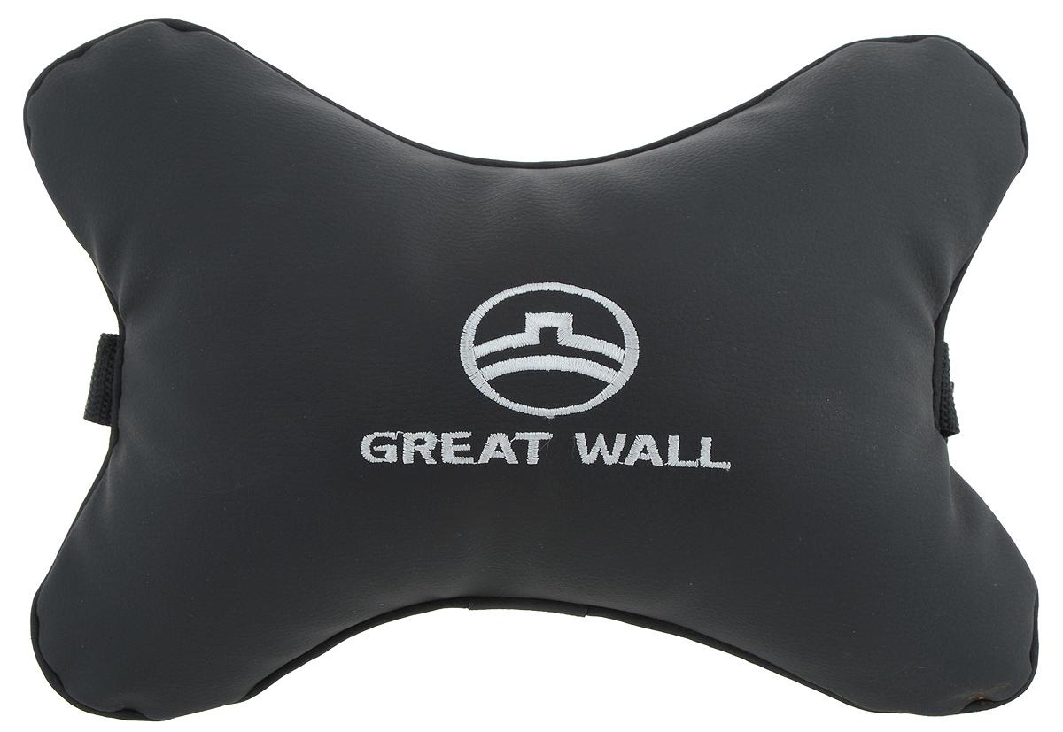Подушка автомобильная Autoparts Great Wall, на подголовник, цвет: черный, белый, 30 х 20 смМ32Автомобильная подушка Autoparts Great Wall, выполненная из эко-кожи с мягким наполнителем из холлофайбера, снимает усталость с шейных мышц, обеспечивает правильное положение головы и амортизирует нагрузки на шейные позвонки при резком маневрировании. Ее можно зафиксировать на подголовнике с помощью регулируемого по длине ремня. На изделии имеется молния, с помощью которой вы с легкостью сможете поменять наполнитель. Если ваши пассажиры захотят вздремнуть, то подушка под голову окажется очень кстати и поможет расслабиться.