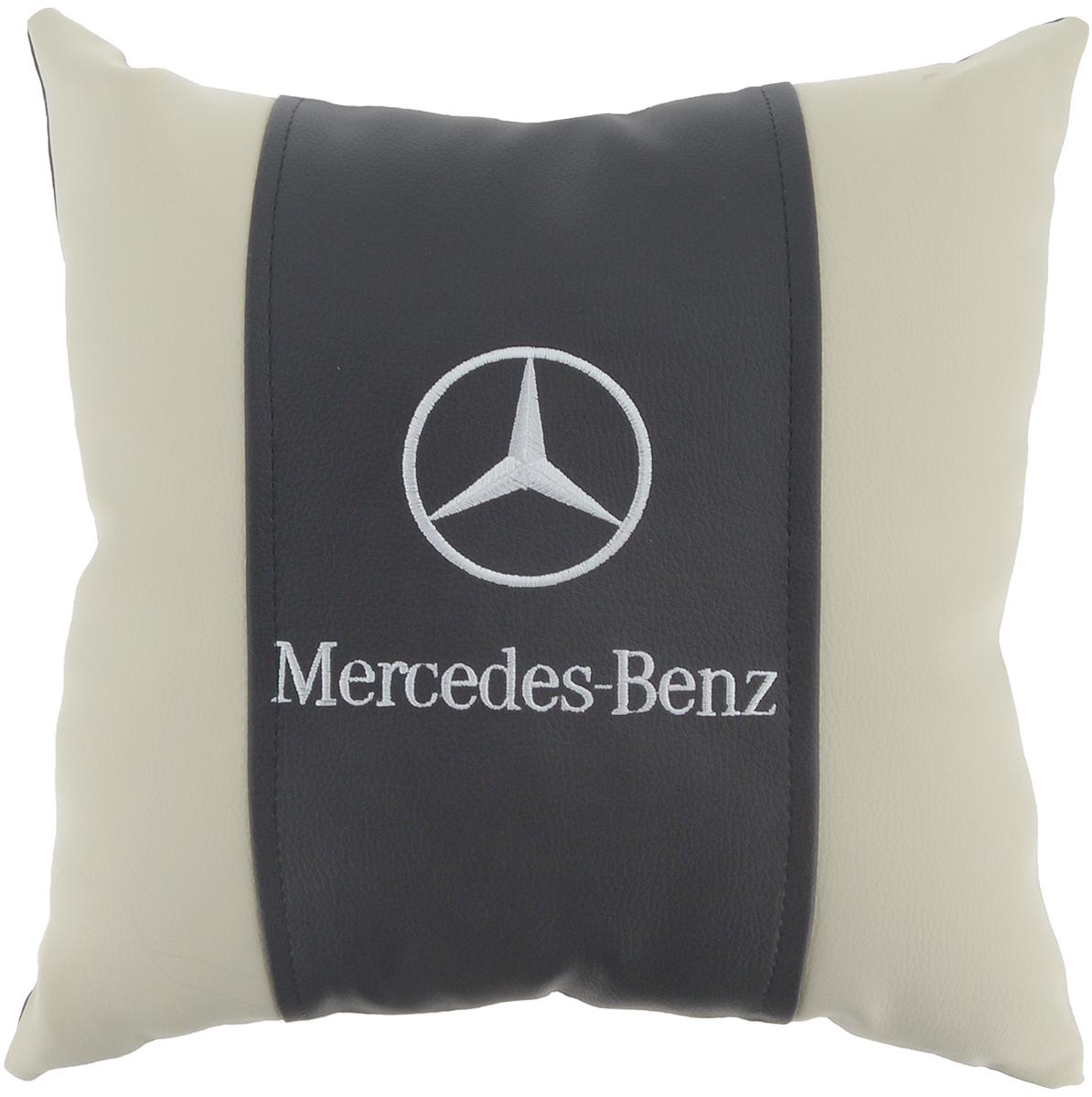 Подушка на сиденье Autoparts Mercedes, 30 х 30 смМ055Подушка на сиденье Autoparts Mercedes создана для тех, кто весь свой день вынужден проводить за рулем. Чехол выполнен из высококачественной дышащей экокожи. Наполнителем служит холлофайбер. На задней части подушки имеется змейка.Особенности подушки:- Хорошо проветривается.- Предупреждает потение.- Поддерживает комфортную температуру.- Обминается по форме тела.- Улучшает кровообращение.- Исключает затечные явления.- Предупреждает развитие заболеваний, связанных с сидячим образом жизни. Подушка также будет полезна и дома - при работе за компьютером, школьникам - при выполнении домашних работ, да и в любимом кресле перед телевизором.