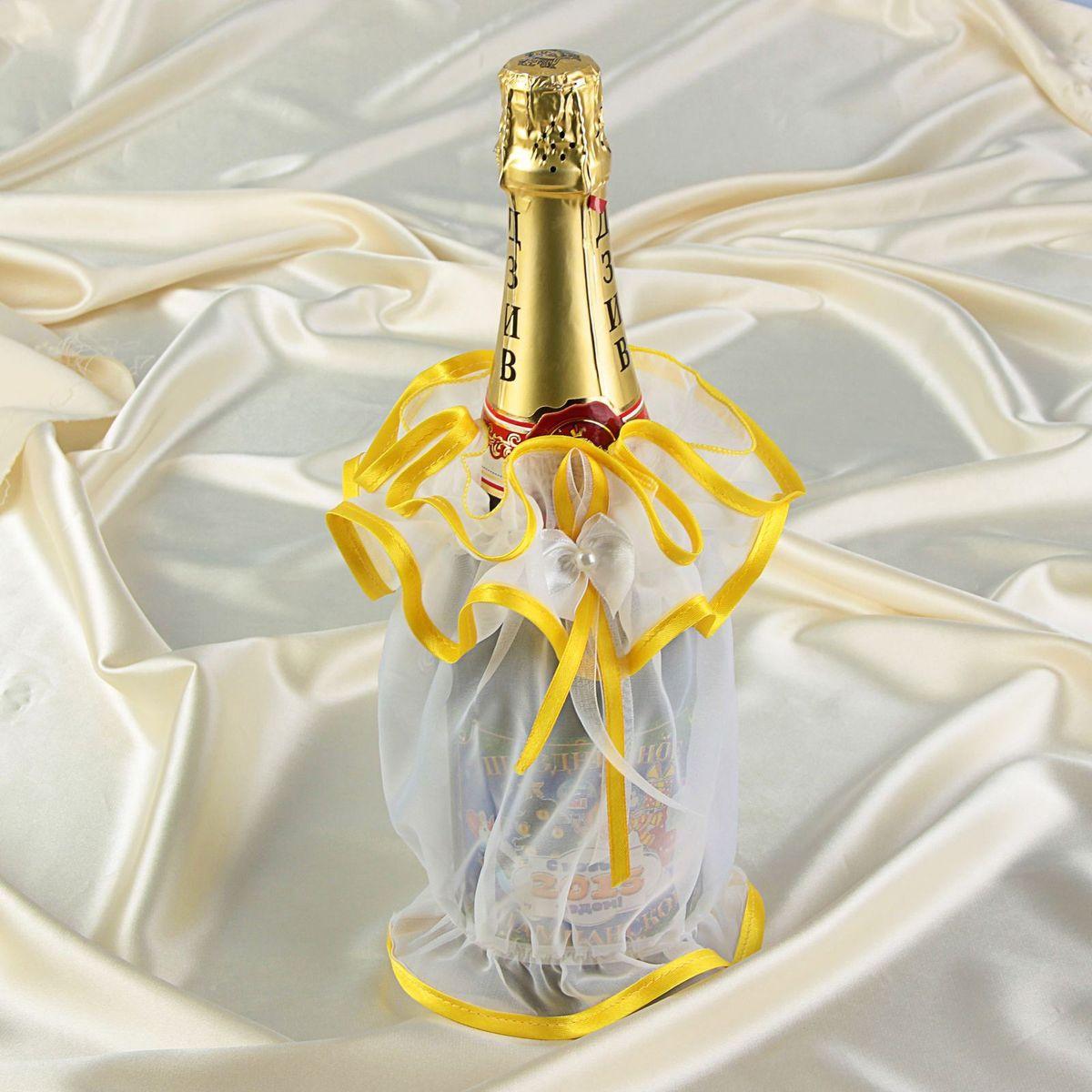Одежда на бутылку шампанского Sima-land. 12060151206015Для создания отличного мероприятия в ход идут самые удивительные приемы: скульптуры из воздушных шаров, клоуны, выпрыгивающие из торта, а также роскошно украшенные столы. Ведь именно из мелочей складывается атмосфера незабываемого праздника. Одежда на бутылку Sima-land - это отличный способ оформить праздничный стол, обозначить напиток, который вы считаете звездой вашего стола, без слов рассказать о характере каждого напитка, и о том, кому он предназначен, да и просто добавить яркий необычный элемент.