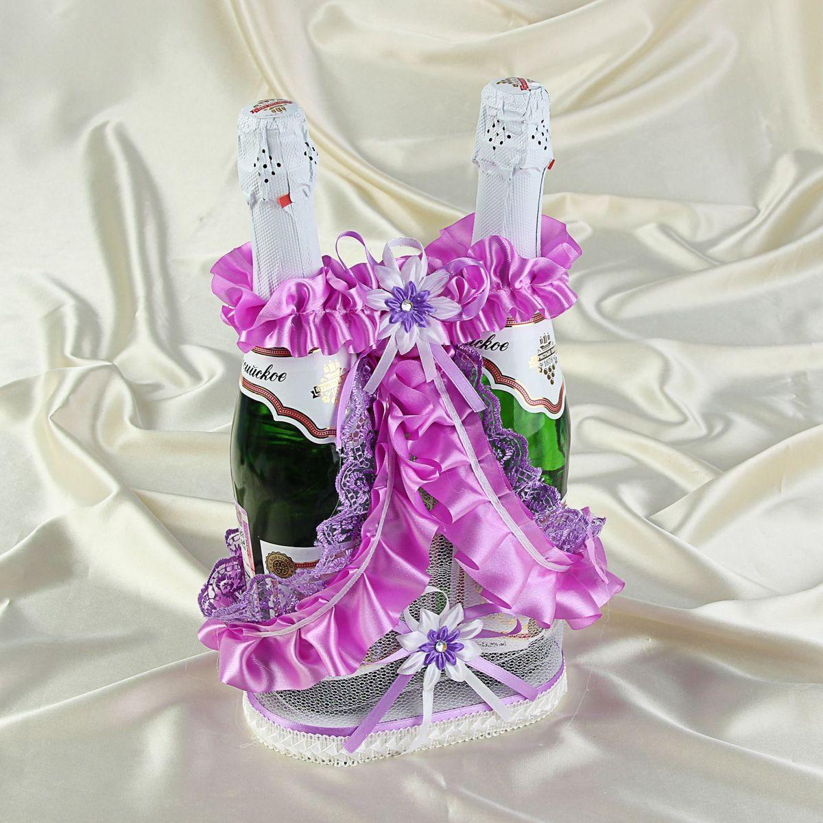 Корзинка для шампанского Sima-land1247454Красиво оформленный свадебный стол - это эффектное, неординарное и очень значимое обрамление для проведения любого запланированного вами торжества. Корзинка для шампанского Sima-land - это красивое и оригинальное украшение зала, которое дополнит выдержанный стиль мероприятия и передаст праздничное настроение вам и вашим гостям.