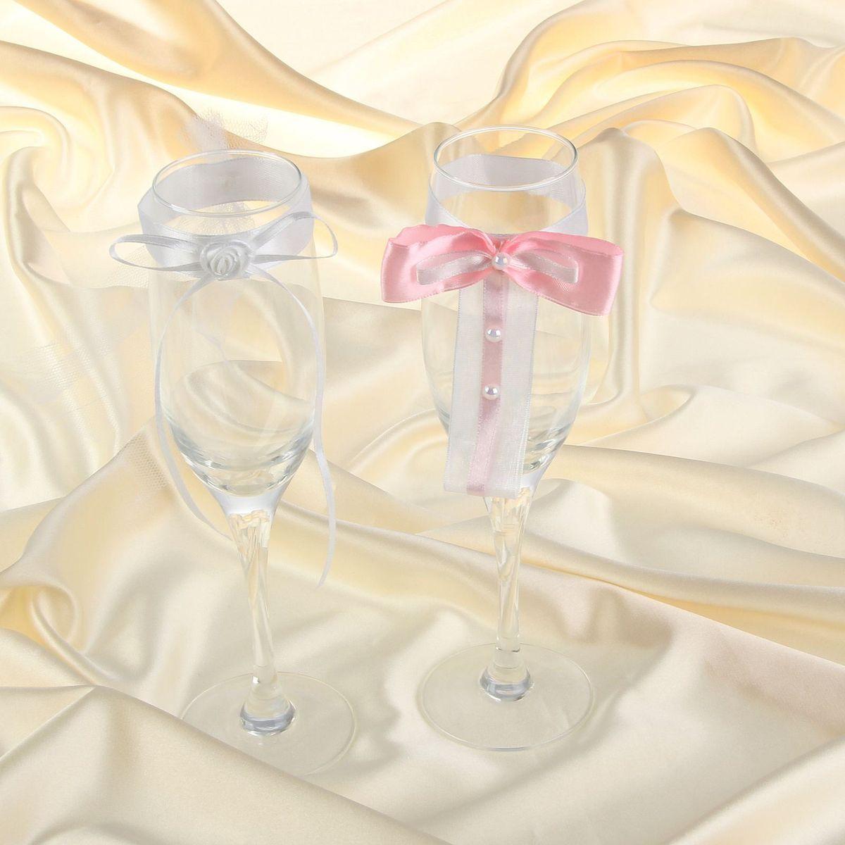 Комплект декора на бокалы Sima-land, цвет: белый, розовый. 833982833982Красиво оформленный свадебный стол — это эффектное, неординарное и очень значимое обрамление для проведения запланированного вами торжества.Украшение для бокалов в белом и розовом оформлении - это красивое и оригинальное украшение зала, которое дополнит выбранный стиль мероприятия и передаст праздничное настроение вам и вашим гостям.