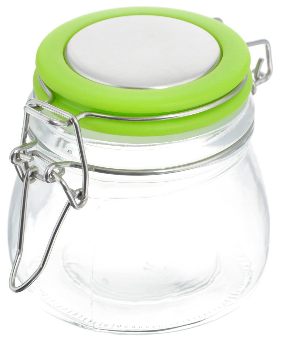 Банка для хранения Zeller, цвет: прозрачный, салатовый, 7,6 х 7,6 см19958_прозрачный, салатовыйБанка Zeller выполнена из прочного стекла и оснащена пластиковой крышкой. Металлическая клипса герметично закрывает крышку, что позволяет продуктам дольше оставаться свежими и ароматными. Изделие прекрасно подходит для хранения различных специй.Такая банка станет достойным дополнением к вашему кухонному инвентарю. Диаметр по верхнему краю: 6 см.Высота банки (с учетом крышки): 7,5 см.Объем: 288 мл.