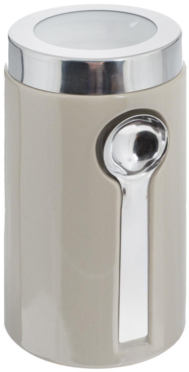 Банка для сыпучих продуктов Zeller, с ложкой, цвет: серо-бежевый, 900 мл19800_бежевыйБанка Zeller изготовлена из высококачественной керамики. Емкость снабжена крышкой из пластика и металла, которая плотно закрывается, дольше сохраняя аромат и свежесть содержимого. Изделие оснащено металлической ложкой, которая крепится к банке с помощью магнитов. Банка подходит для хранения сыпучих продуктов: круп, специй, сахара, соли. Она станет полезным приобретением и пригодится на любой кухне.Диаметр по верхнему краю: 9 см.Высота (с учетом крышки): 19 см. Длина ложки: 14 см.