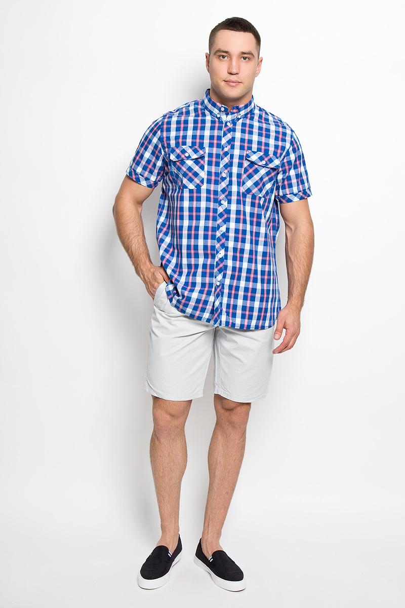 Рубашка мужская Sela, цвет: синий, белый, коралловый. Hs-212/682-6215. Размер 39 (44)Hs-212/682-6215Стильная мужская рубашка Sela, выполненная из натурального хлопка, сделает ваш образ интересным и оригинальным. Материал мягкий и приятный на ощупь, не сковывает движения и позволяет коже дышать, обеспечивая комфорт.Рубашка прямого силуэта с отложным воротником и короткими рукавами застегивается на пуговицы по всей длине. Воротник фиксируется к рубашке при помощи пуговиц. На груди модели расположены накладные карманы с клапанами на пуговицах. Изделие оформлено принтом в клетку. Такая модель будет дарить вам комфорт в течение всего дня и станет ярким дополнением к вашему гардеробу.