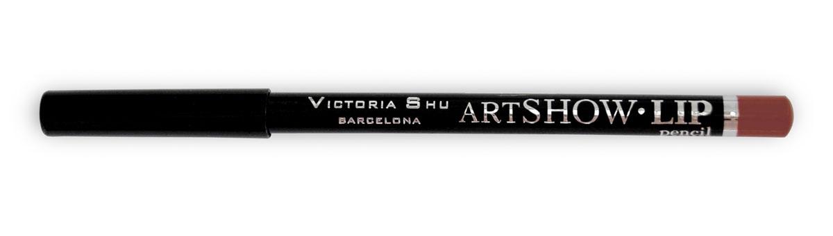 Victoria Shu Карандаш для губ Artshow №103956V15546Мягкая формула карандаша бережно очерчивает контур губ, придавая им идеальную форму и делая дальнейший макияж более стойким и ярким в течении дня. Невероятная сатиновая текстура в комбинации с натуральными восками способствуют комфортному нанесению текстуры на губы и обеспечивают контуру дополнительный уход и питание.Карандаш можно использовать, как контур для губ, а также наносить его и растушевывать по всей поверхности губ вместо губной помады.