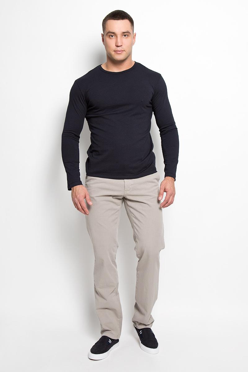Брюки мужские F5, цвет: серо-бежевый. 160164_09607. Размер 29-34 (44/46-34)160164_09607Стильные мужские брюки F5 великолепно подойдут для повседневной носки и помогут вам создать незабываемый современный образ. Классическая модель прямого кроя и стандартной посадки изготовлена из эластичного хлопка, благодаря чему великолепно пропускает воздух, обладает высокой гигроскопичностью и превосходно сидит. Брюки застегиваются на ширинку на застежке-молнии, а также пуговицу на поясе. На поясе расположены шлевки для ремня. Модель оформлена двумя открытыми втачными карманами спереди и двумя прорезными карманами на пуговицах сзади.Эти модные и в то же время удобные брюки станут великолепным дополнением к вашему гардеробу. В них вы всегда будете чувствовать себя уверенно и комфортно.