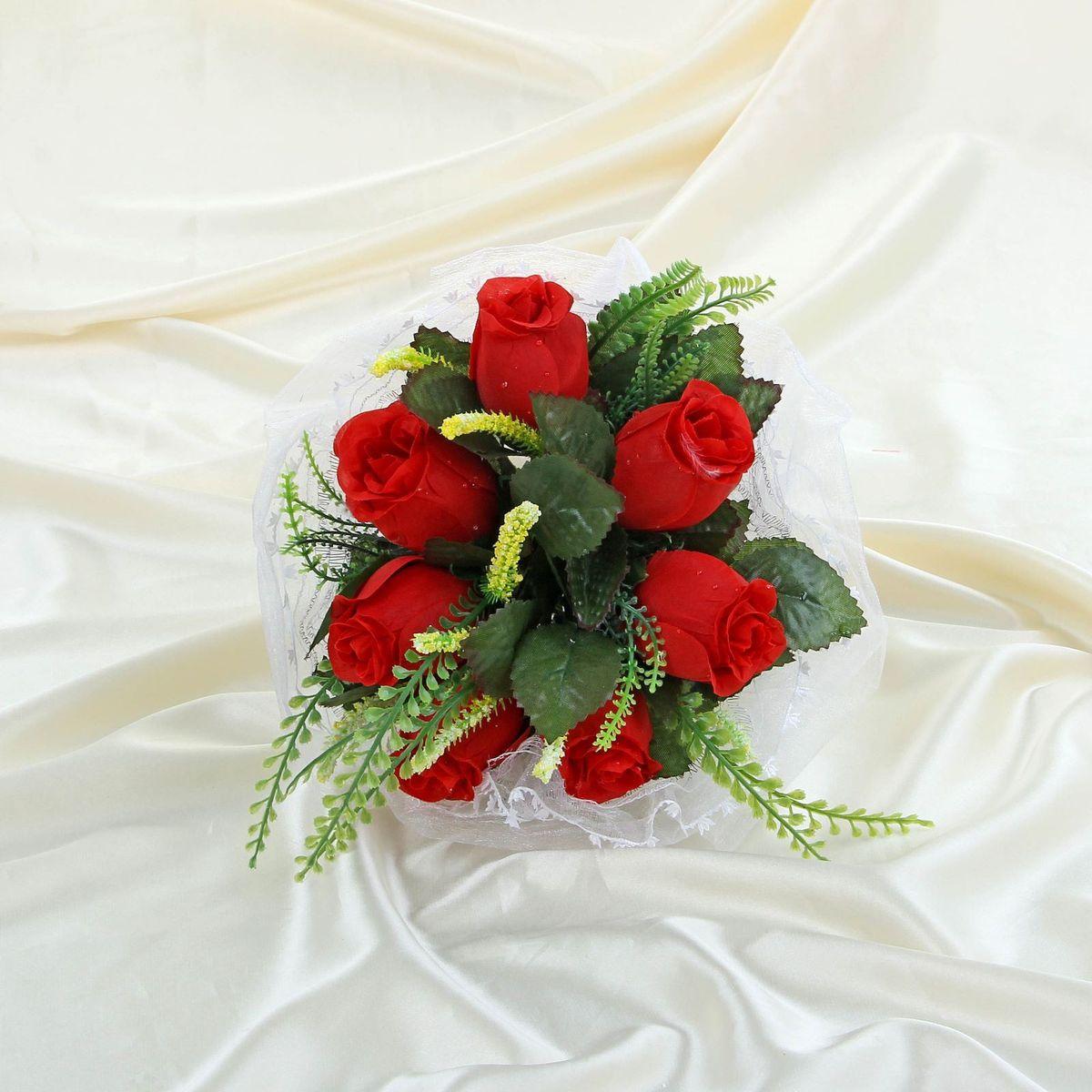 Букет-дублер Sima-land, цвет: красный. 11203241120324Традиция кидать букет невесты на свадьбе зародилась совсем недавно, но является одним из самых долгожданных моментов праздника. Для многих незамужних подружек – поймать букет на свадьбе – шанс осуществления заветной мечты.Современные невесты всё чаще используют для этого ритуала бутафорские букеты из искусственных материалов. Они легче, дешевле и точно не смогут рассыпаться в полете.
