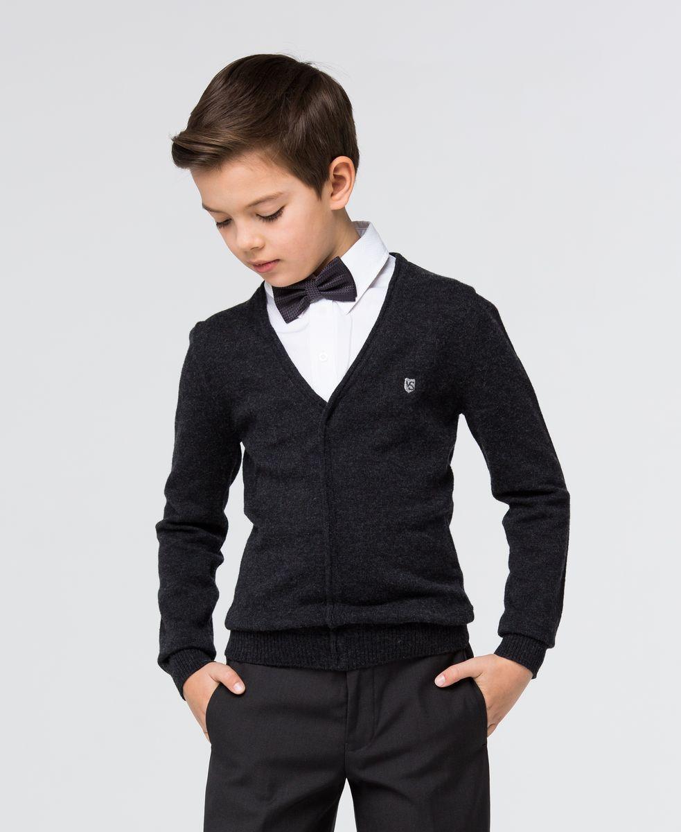 Пуловер для мальчика Silver Spoon, цвет: темно-серый меланж, белый. SSFSB-627-14932-804. Размер 158SSFSB-627-14932-804Стильный трикотажный пуловер для мальчика Silver Spoon идеально подойдет для школы и повседневной носки. Изготовленный из хлопка с добавлением шерсти, он необычайно мягкий и приятный на ощупь, не сковывает движения ребенка и позволяет коже дышать. Модель с длинными рукавами и отложным воротником сверху застегивается на три пуговицы. Манжеты рукавов и низ модели связаны резинкой. Верхняя часть модели выполнена в виде ворота рубашки за счет чего создается эффект 2 в 1.