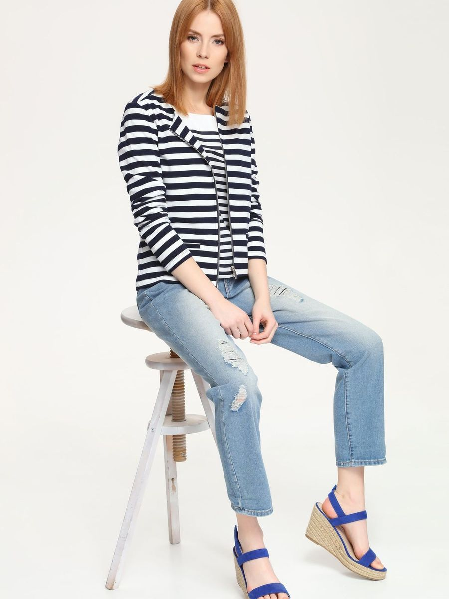 Джинсы женские Top Secret, цвет: голубой джинс. SSP2254NI. Размер 40 (46)SSP2254NIСтильные женские джинсы Top Secret, изготовленные из натурального хлопка с добавлением полиэстера, необычайно мягкие и приятные на ощупь. Джинсы-бойфренды с ширинкой на молнии на талии застегивается на пуговицу и имеют шлевки для ремня. Спереди модель оформлена двумя втачными карманами, сзади имеются два накладных кармана. Оформлены джинсы эффектом потертости и рваным эффектом.