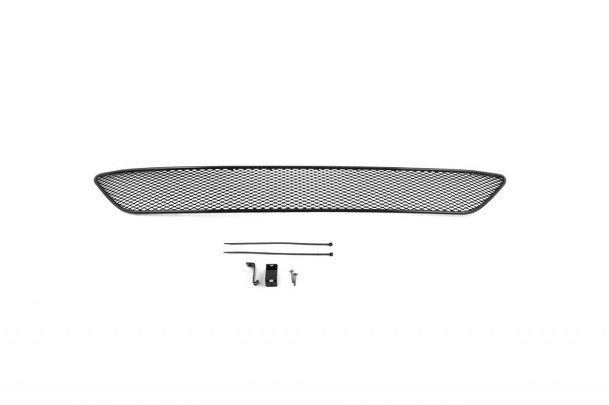 Сетка на бампер внешняя Novline-Autofamily, для VOLVO XC60 2010->01-540110-151В отличие от универсальных сеток, данный продукт разрабатывается индивидуально под каждый бампер автомобиля. Внешняя защитная сетка радиатора полностью повторяет геометрию решетки бампера и гармонично вписывается в общий стиль автомобиля. При создании продукта мы учли как потребности автомобилистов, для которых важна исключительно защитная функция, так и автолюбителей, которые ищут способы подчеркнуть или создать новый стиль своего авто. Функциональность, тюнинг, или и то, и другое? Выбор только за вами. Сетка для защиты радиатора изготовлена из антикоррозионного материала, что гарантирует отсутствие ржавчины в процессе эксплуатации. Простая установка делает этот продукт необыкновенно удобным. В отличие от универсальных сеток, для установки которых требуется снятие бампера, то есть наличие специализированных навыков и дополнительного оборудования (подъемник и так далее), для установки этого продукта понадобится 20 минут времени и отвертка.