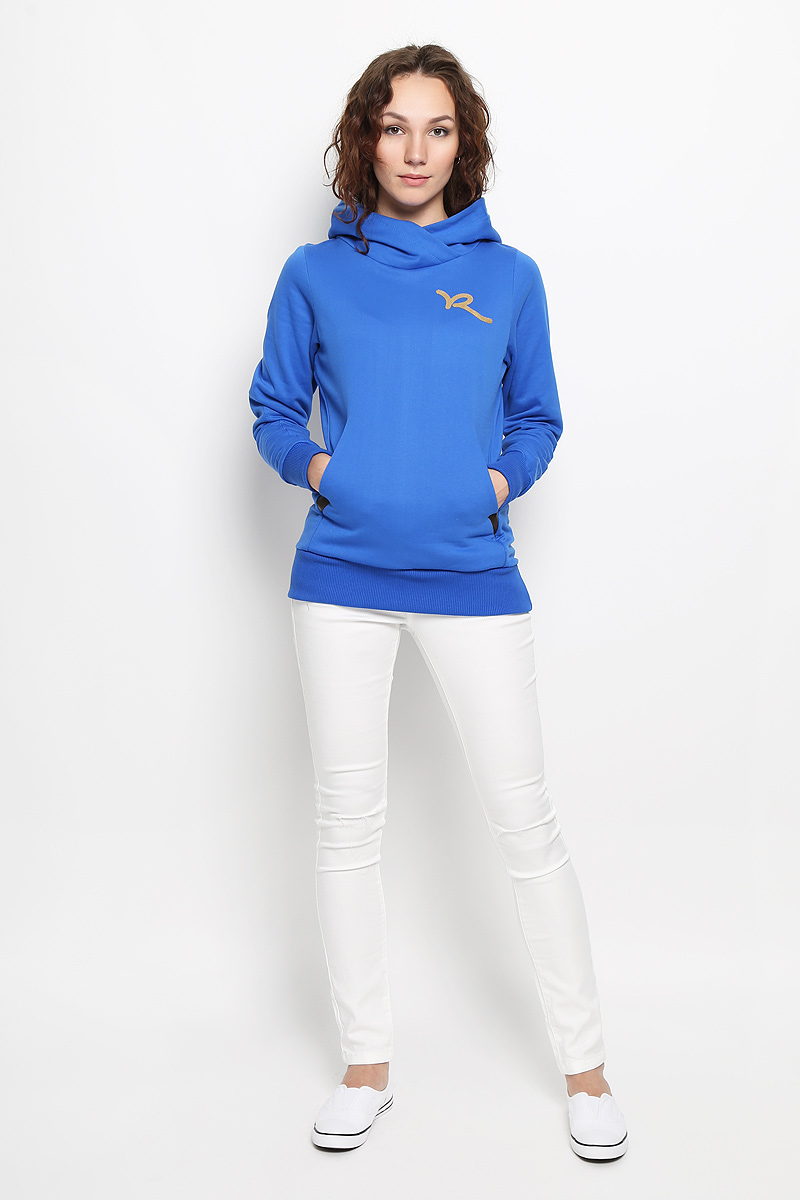 Худи женское Rocawear, цвет: синий. R031502. Размер M (46)R031502Женское худи Rocawear, изготовленное из натурального хлопка, не сковывает движения, обладает хорошей гигроскопичностью и позволяет коже дышать. Лицевая сторона изделия гладкая, изнаночная - с мягким начесом, что обеспечивает сохранность тепла и защищает от непогоды.Модель приталенного кроя с капюшоном и длинными рукавами незаменима как для занятия спортом, так и для повседневной носки. Низ рукавов и нижняя часть изделия дополнены эластичными резинками. Спереди предусмотрен два вместительный карман кенгуру. На груди худи оформлено принтом в виде логотипа бренда.Такая модель станет стильным дополнением к вашему гардеробу и подарит вам комфорт в течение всего дня!